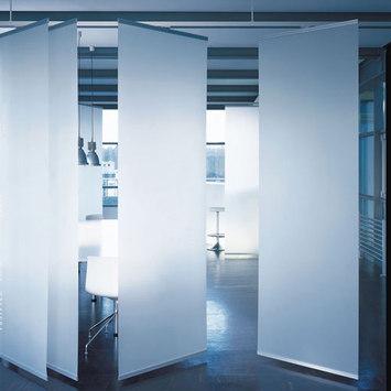 Dividere gli spazi con tendaggi style relooking for Tende a pannello divisorie